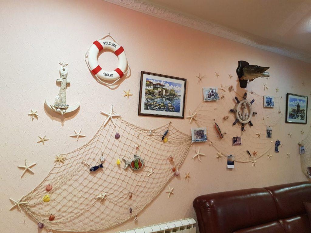 gostinica stena avtografov ot posetitelej i trofeev rybolovnaja baza cherkasovo rybinskoe vodohranilishhe 2 1024x768 - ФОТОГАЛЕРЕЯ