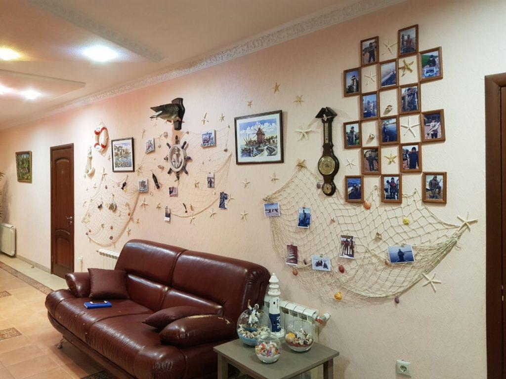 gostinica stena avtografov ot posetitelej i trofeev rybolovnaja baza cherkasovo rybinskoe vodohranilishhe 3 1024x768 - ФОТОГАЛЕРЕЯ