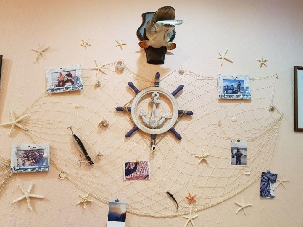 gostinica stena avtografov ot posetitelej i trofeev rybolovnaja baza cherkasovo rybinskoe vodohranilishhe 4 1024x768 - ФОТОГАЛЕРЕЯ