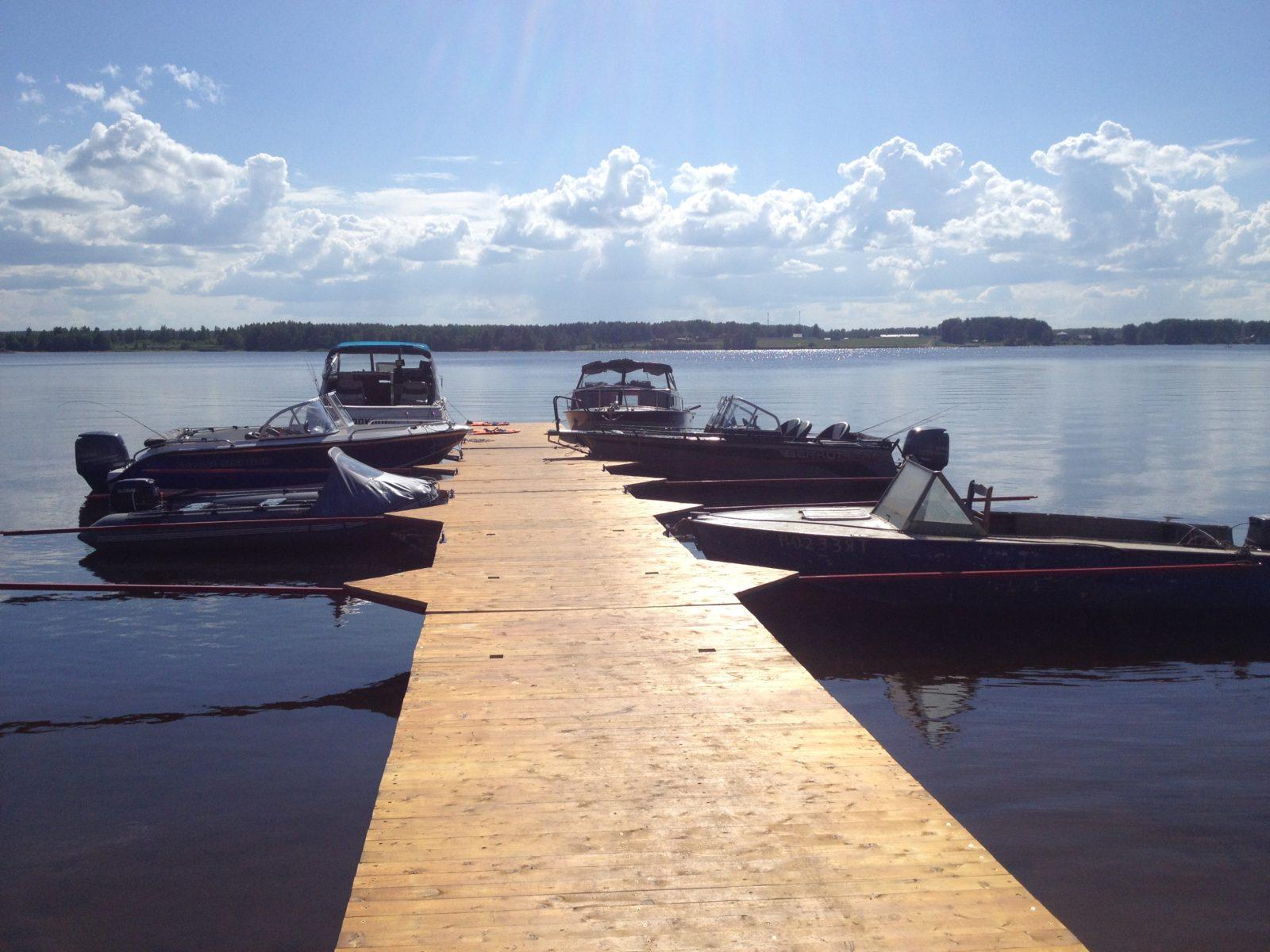катера у причала рыбалка охота и отдых рыболовная база Черкасово рыбинское водохранилище - Наши катера у причала