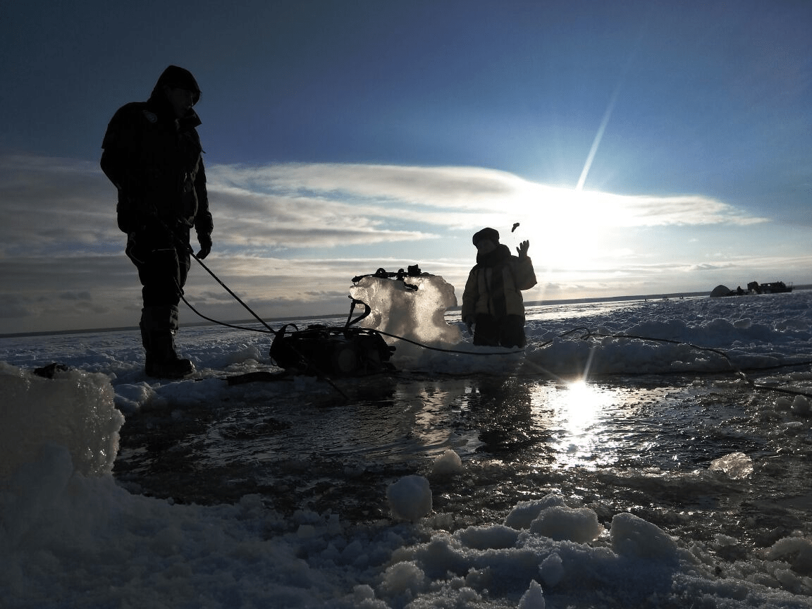 наверху зимняя рыбалка и отдых с аквалангом рыболовная база Черкасово рыбинское водохранилище  - ждем наверху