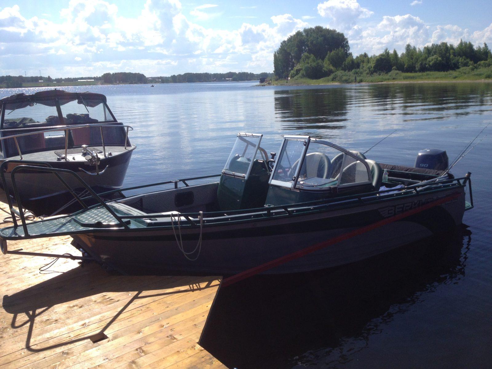катера у причала рыбалка охота и отдых рыболовная база Черкасово рыбинское водохранилище 3 - наши катера у причала