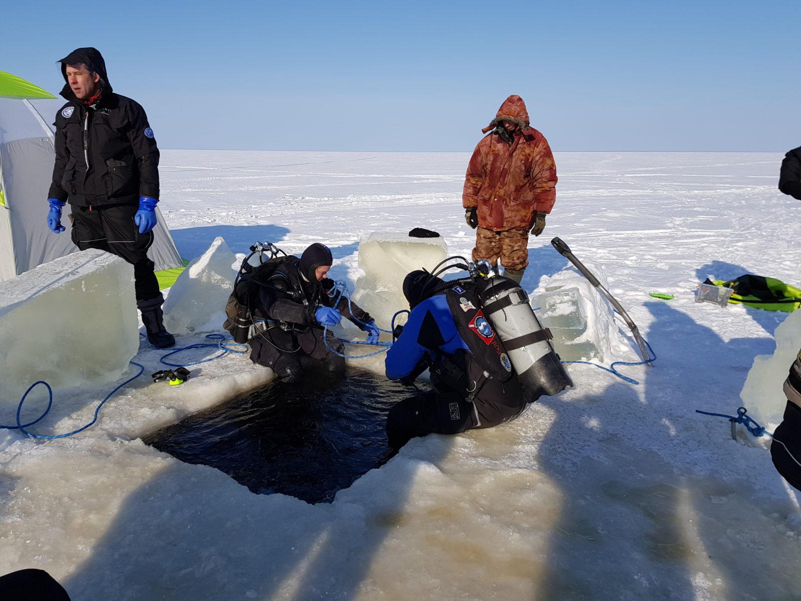 под лёд зимняя рыбалка и отдых рыболовная база Черкасово рыбинское водохранилище 6 - погружаемся под лёд